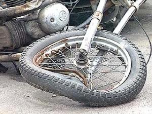 При столкновении с трактором погиб мотоциклист